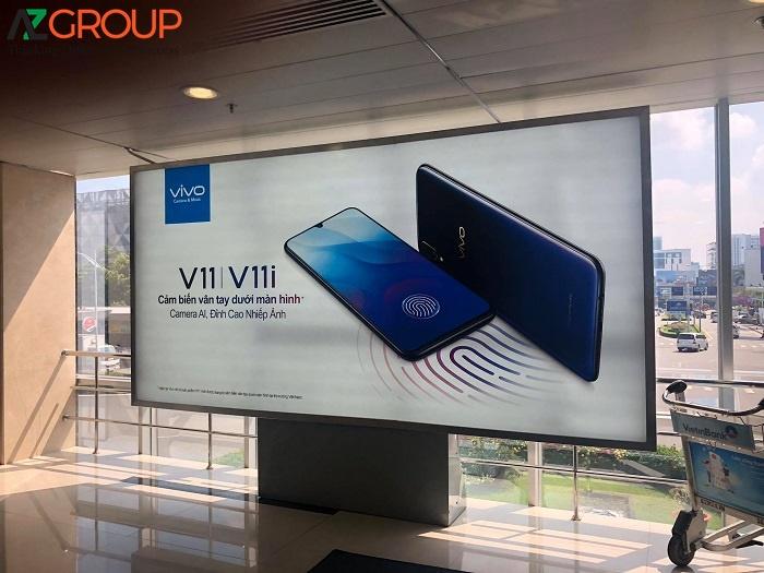 Màn hình quảng cáo sân bay LCD chân đứng