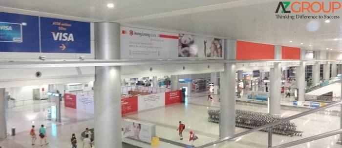 Biển quảng cáo tại sân bay